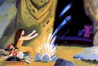 женщина разводит огонь в пещере