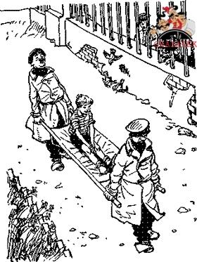 санитары уносят на носилках Толю Клюквина